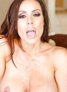 Сисястая домохозяйка Kendra Lust полирует большущий член