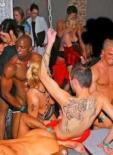 Европейская групповая оргия на ночной вечеринке