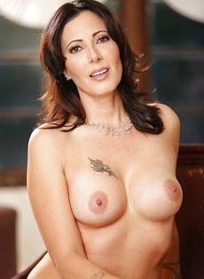 Порно фото голой красивой брюнетки в возрасте