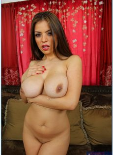 Латиноамериканская роскошная сучка с шикарной грудью