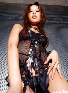Худенькая азиатская девка решила показать мохнатую щелку