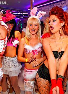 Красивые девушки хотят секса на вечеринке
