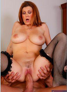 Большой член доставляет удовольствие красотке Sara Stone