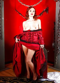Красивая фото сессия в исполнении рыжеволосой девушки