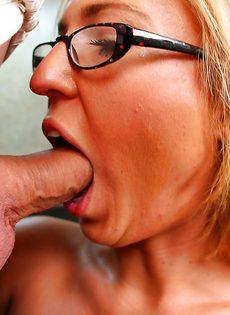 Начальника удовлетворила секретарша в очках