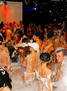 Получилась отличная пенная вечеринка в клубе