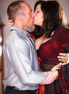 Классная дамочка Veronica Avluv отдается любимому мужику