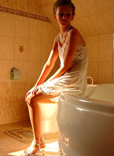 Милая Мила в ванной