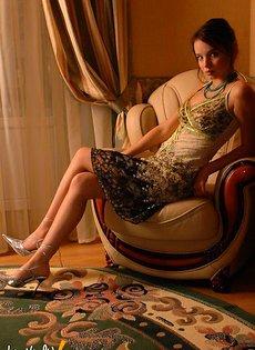 Девушка в платье эротичный фотосет