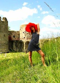 Марина в красной шляпе