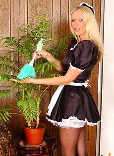 Эротическая уборщица