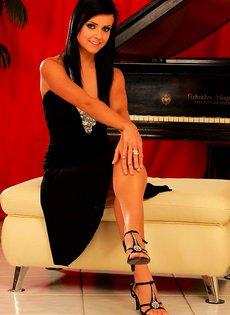 Молодая пианистка
