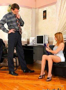 Оценил свою новую секретаршу