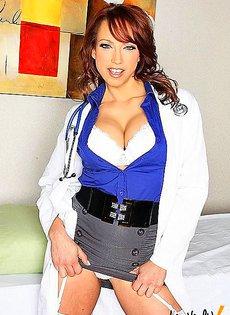 Главный врач вызвал подчиненную