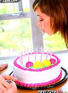 Пиздой в торт