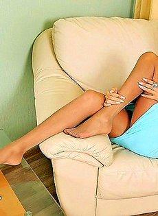 Гламурные ножки прикрытые прозрачными чулками