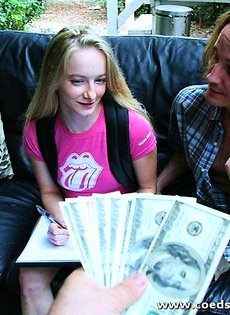 Девушка-бэкпэкер согласилась на секс ради денег