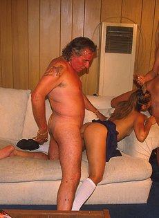 Секс с двумя молодыми телочками