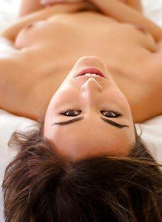 Умопомрачительная развратница показала интимные части тела