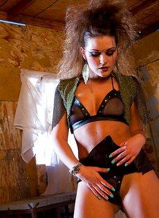 Красивая развратница с хорошеньким телом Abby Cross