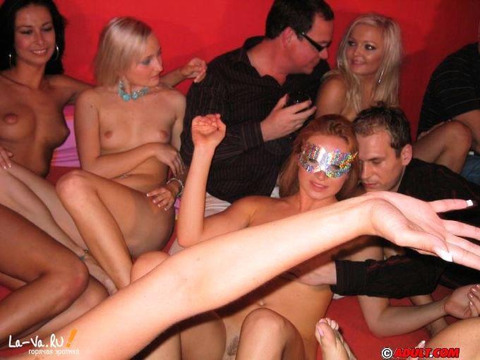 Групповуха в ночном клубе
