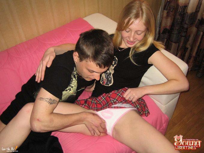 Молодежь занимается сексам