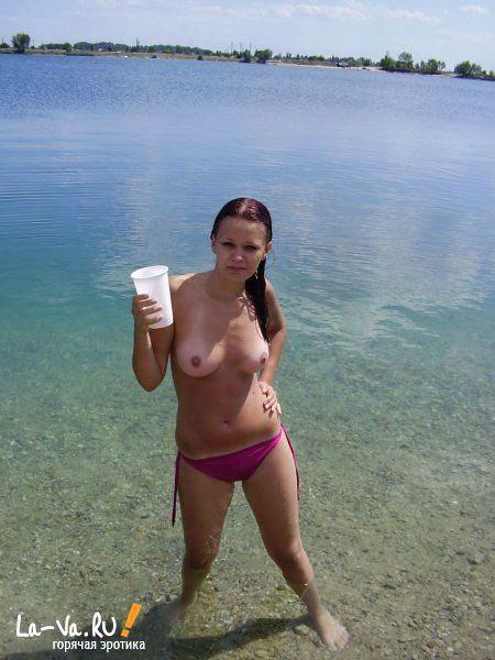 Жена загорает голая порно