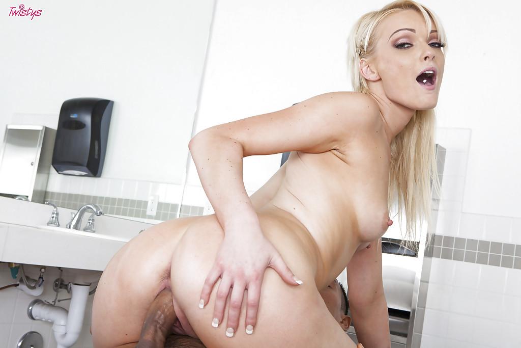 пенис входит во влагалище крупным планом фото
