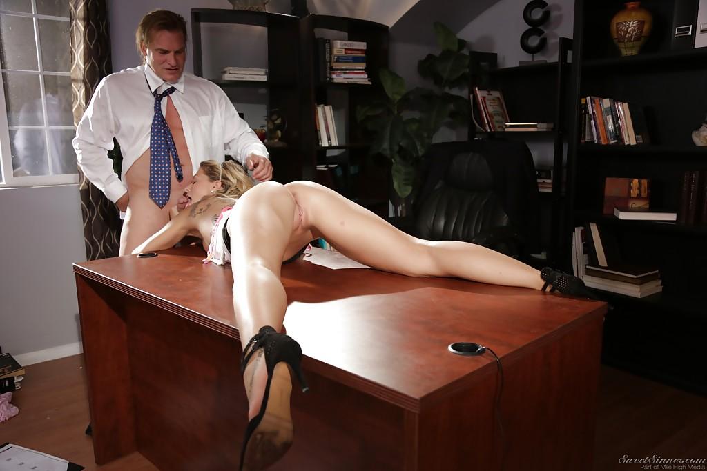 Порно наказал секретаршу