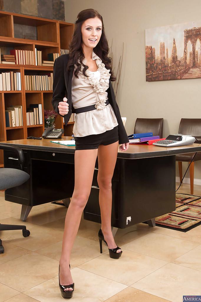 порно в офисе во время перерыва