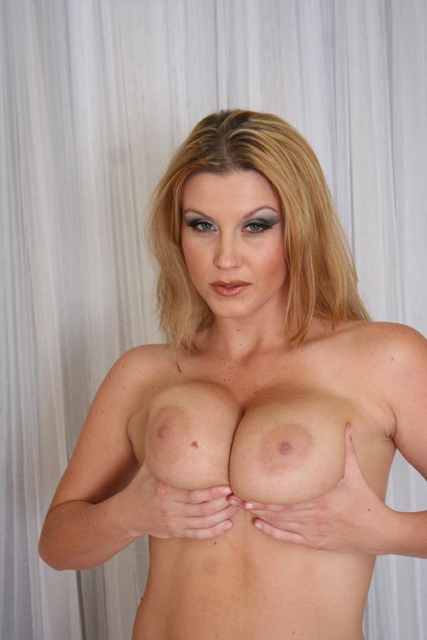 блондинки с большими сиськами порно