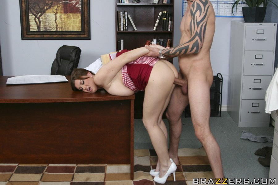 Busty Office Secretary Fucked On Bosses Desk Gotporn Yesporn 1