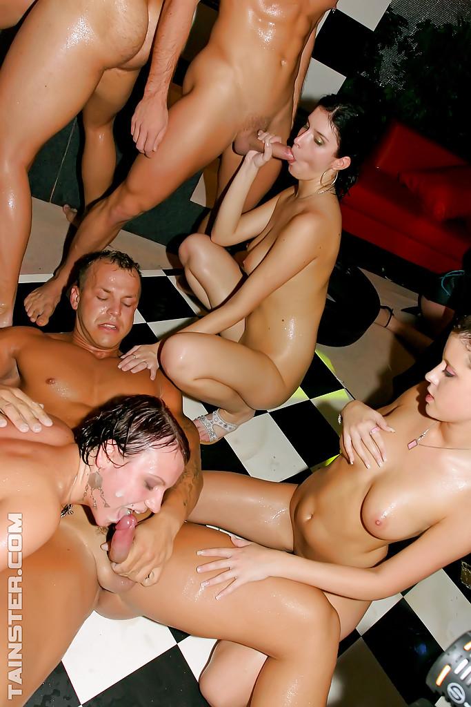 Групповое порно на вечеринках смотреть онлайн