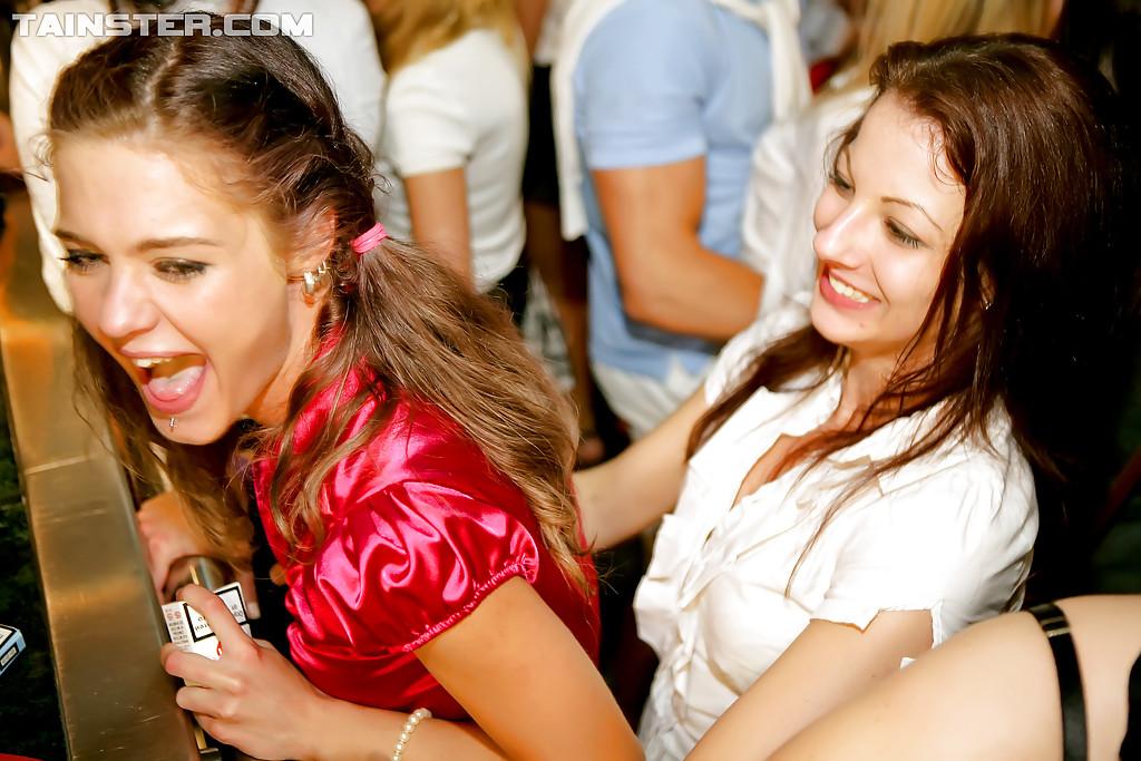 порно с красивыми девушками в клубе