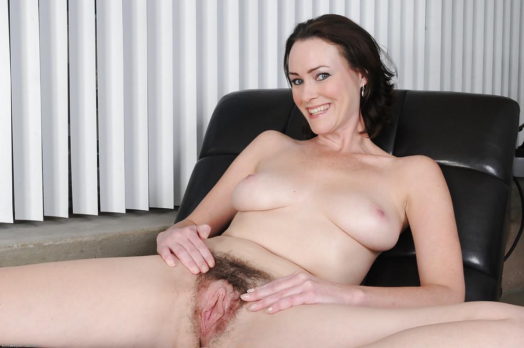 Hairy pussy stunner loves making love