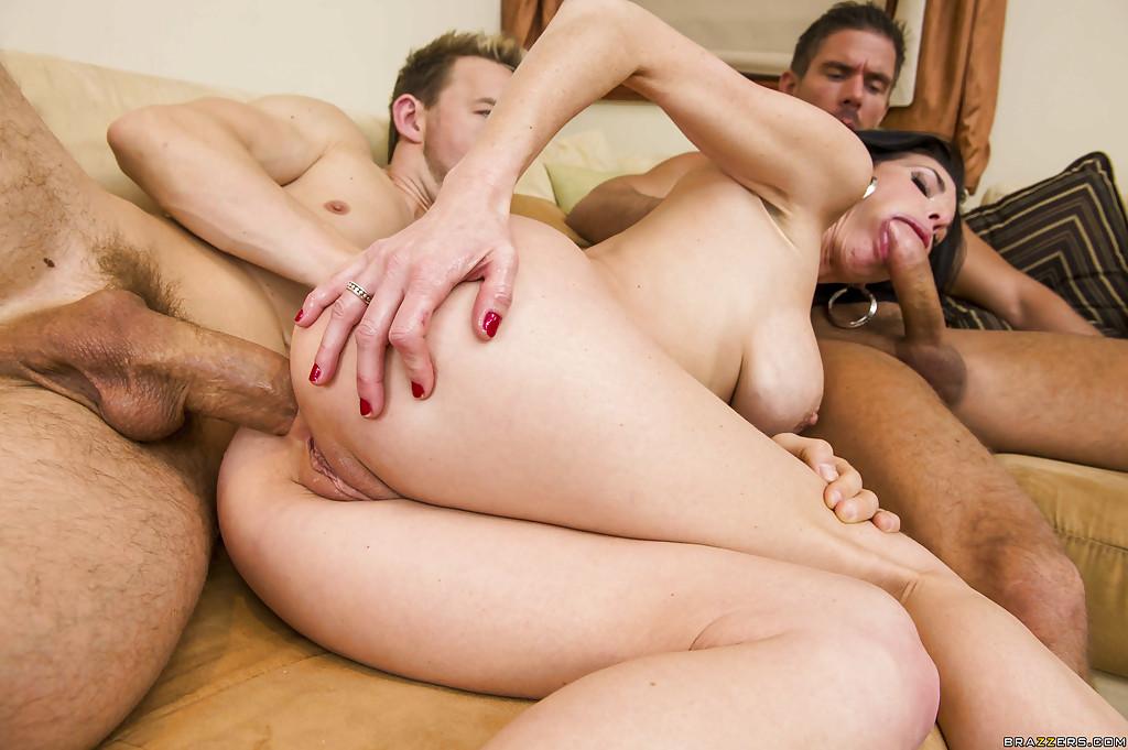 Секс смотреть два мужчина одна женщину ебут