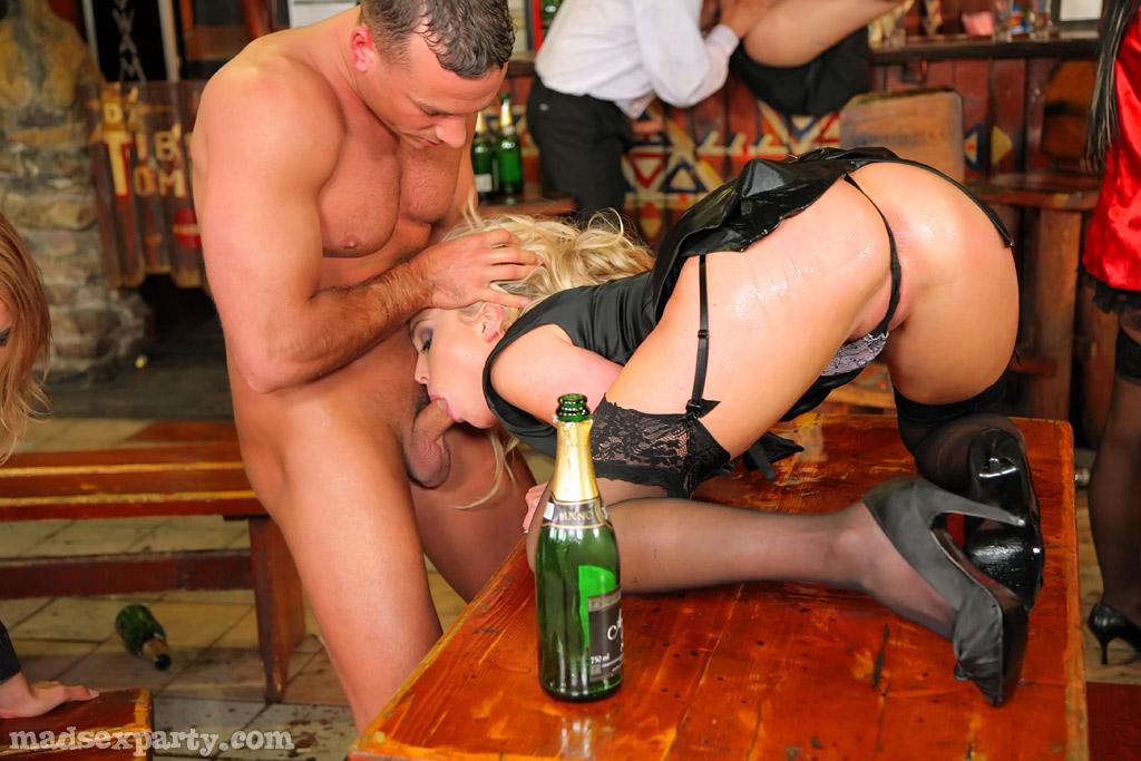 интересно наблюдать ебля во время пьянки если делать