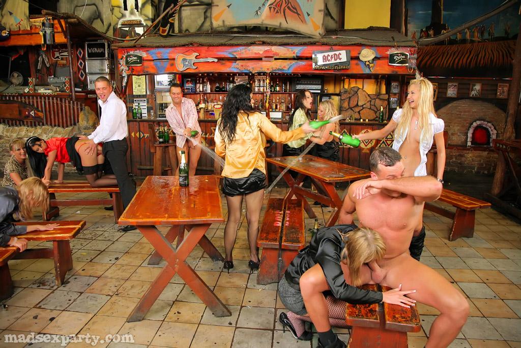 узнают, групповое порно в барах телочка очень
