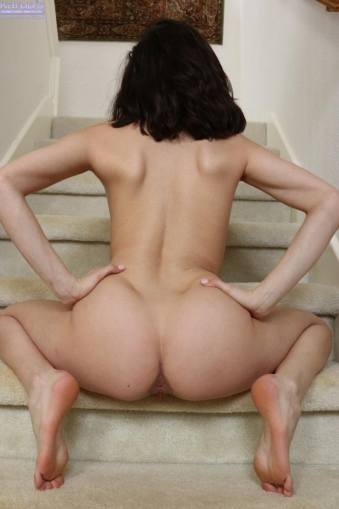 Эротика порно жгучая волосатая брюнетка