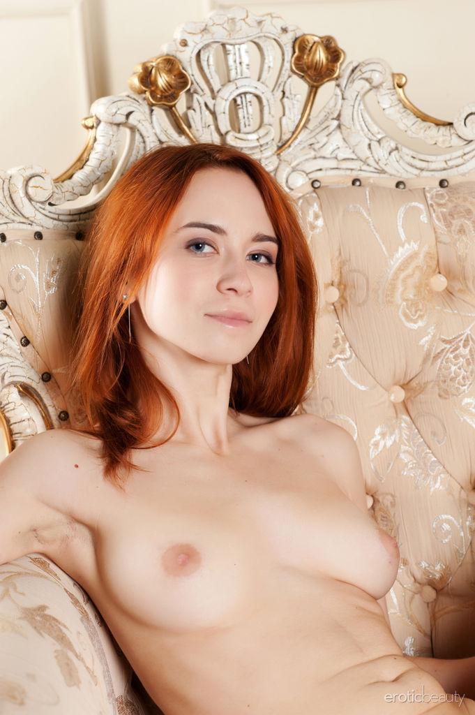 porno-foto-devushki-s-volosatoy-pizdoy-imeyut-srazu-mnogo-porno-domohozyayki