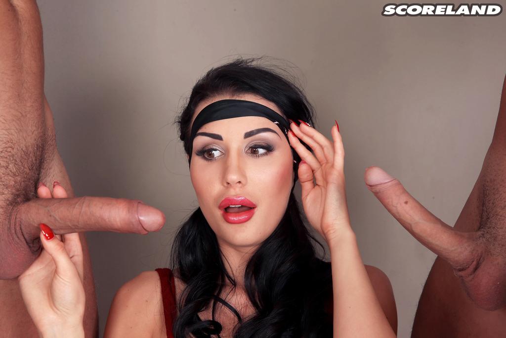 Красивую отсосала у троих сразу фото порно русских знаменитостей