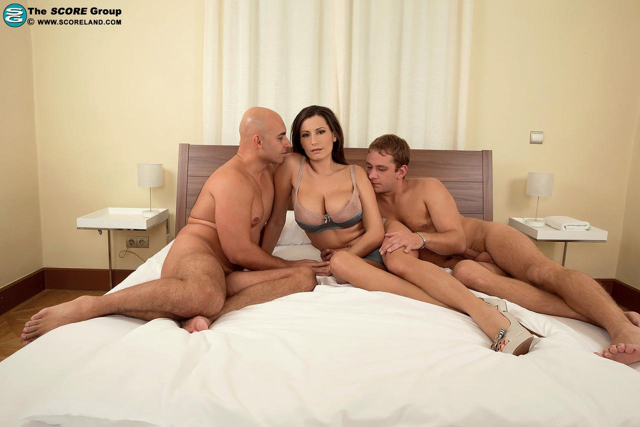 Сиськи мужиками секс двумя с большие