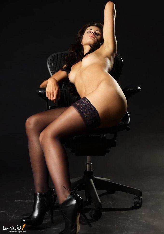 Эротика телок с большими дойками в ночнушках 15 фото