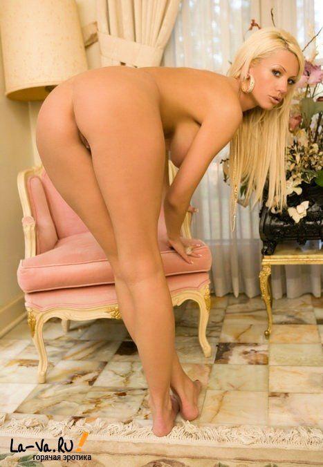 смотреть самая длинноногая проститутка со стоячими сиськами