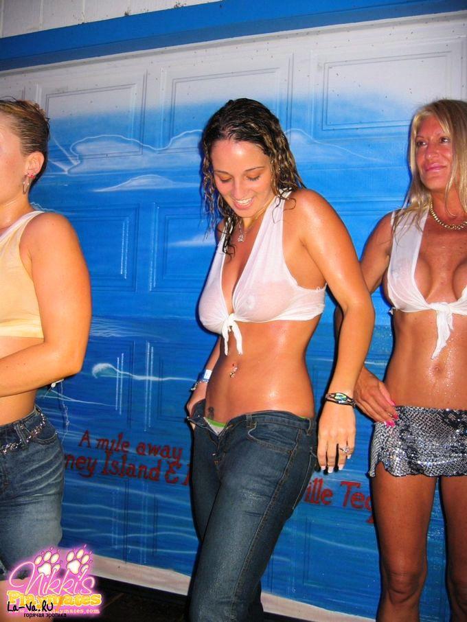 Девушки в обтягивающих платьях 50 фото  Триникси