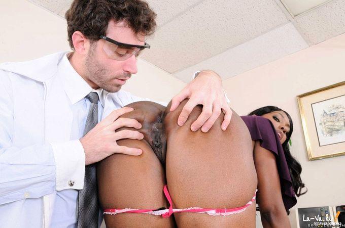 Оргазм при осмотре у врача видео