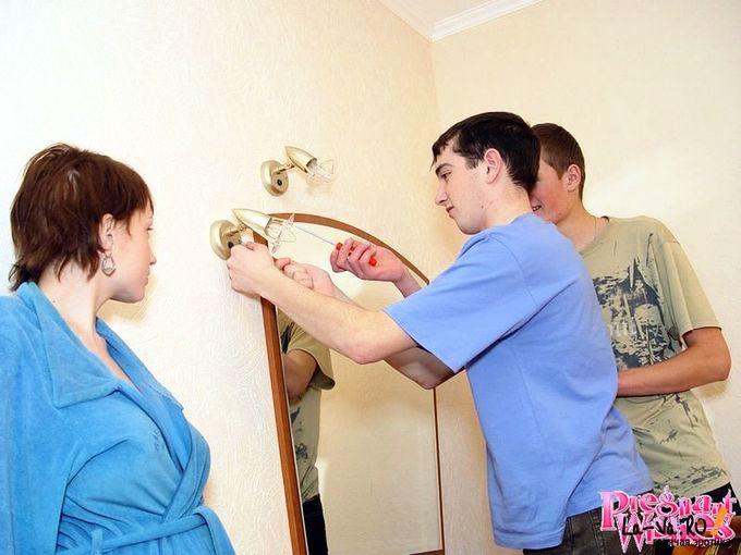 Беременная за оказанную помощь согласилась отсосать - фото #3
