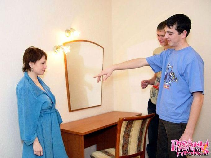 Беременная за оказанную помощь согласилась отсосать - фото #7