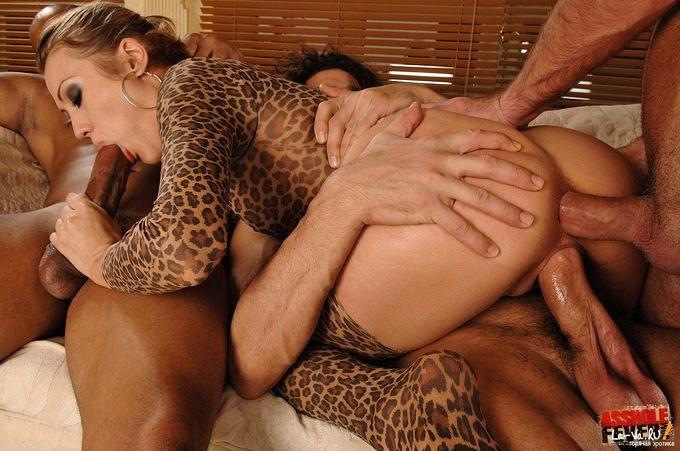 Групповой межрасовый секс - фото #20