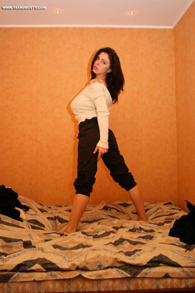 Девушка с очень большими сиськами - фото #2